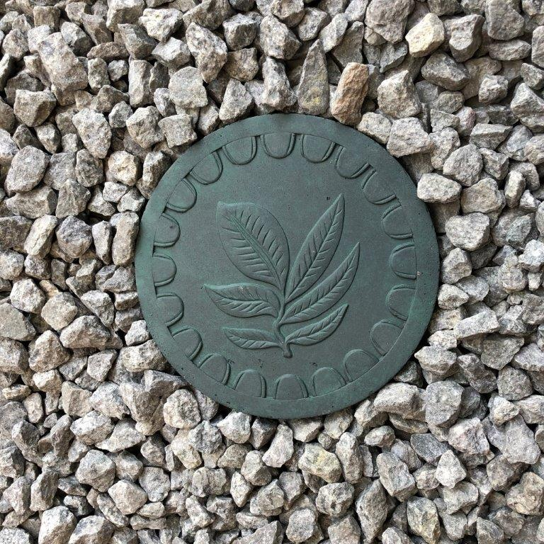 DurX-litecrete Lightweight Concrete Leaf Round Green Stepping Stone - Set of 2